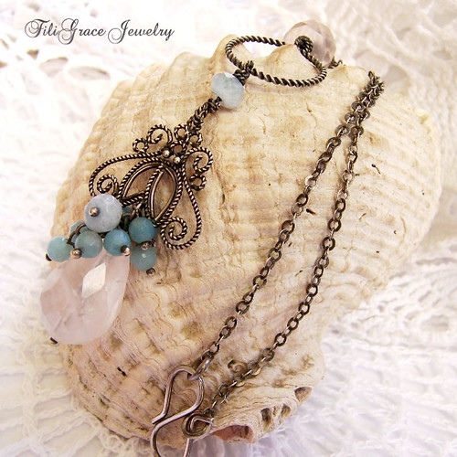 Lorelai - filigree necklace in pastelle colours.