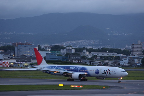 "JAL's B777-200 special painted in ""One World"""