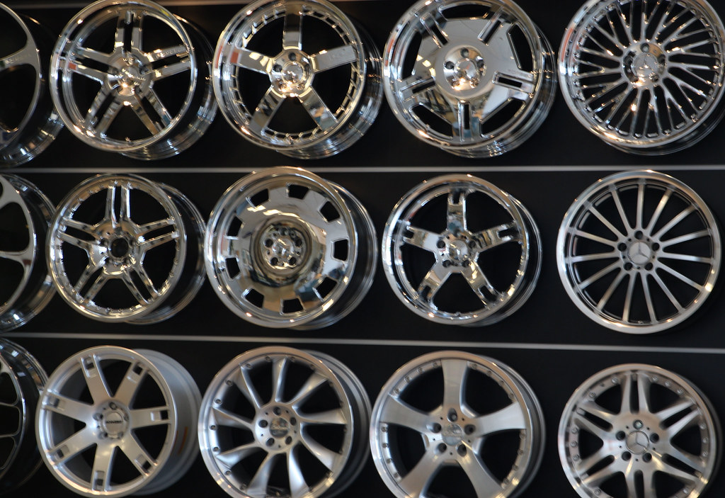 mercedes alloy wheels.....what should i get! LOL!  :-P