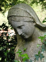 2004042503_statue
