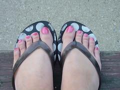 flip flops (picsbyrita) Tags: toes flipflops nailpolish msh0807 msh080710
