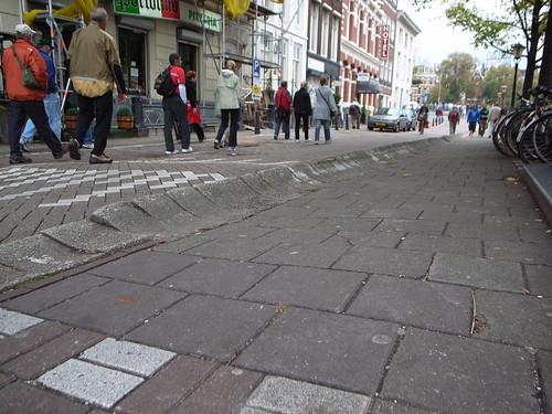 Curved sidewalk
