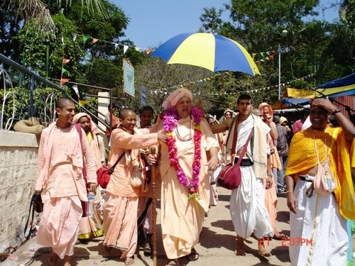 H H Jayapataka Swami in Tirupati 2006 - 0047 por ISKCON desire  tree.