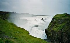 Gullfoss (Jos Mecklenfeld) Tags: green film water grass landscape waterfall iceland pentax ishootfilm gras foss gullfoss landschap waterval hvt ijsland pentaxespio115g