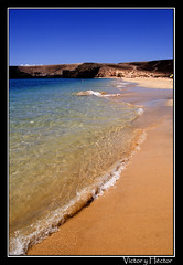 En la orilla (Hctor M) Tags: ocean sea espaa color beach nature water photoshop spain searchthebest artistic quality fuerteventura playa canarias colores canoneos20d hector hctor artistico calidad artstico blueribbonwinner supershot specnature abigfave outstandingshot anawesomeshot impressedbeauty ultimateshot cfaj naturefinest megashot excapture hctormuoz hectormuoz