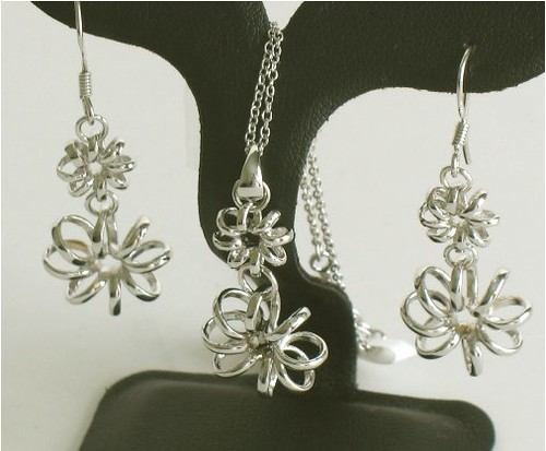 Florets Necklace and Earrings Set