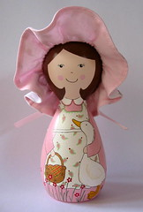 Mary Jane (Belle Bellica) Tags: wood pink hat painting duck doll rosa craft pato boneca pintura chapeu woodendoll