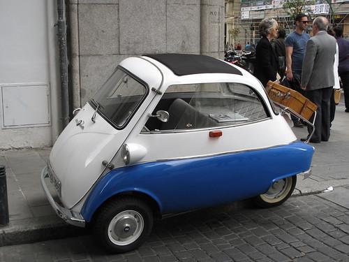 Funny car on Gran Via
