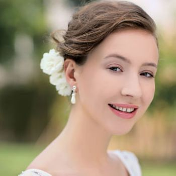 wedding hairdos. When this simple hair styles is matched with white flowers, romance and grace are perfectly combined together. elegant bob wedding hairstyles