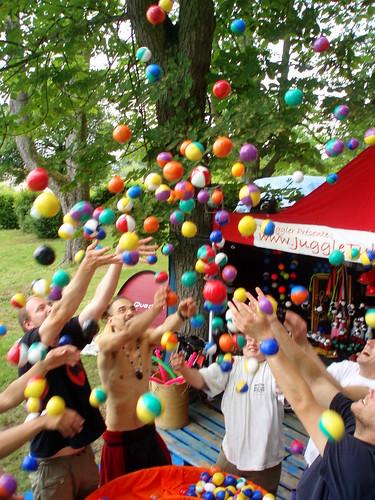 Pluie de balles - It's raining balls!