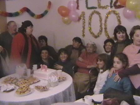María Suarez de Reynoso junto a sus familiares