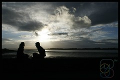 Friends silhouetted (Mojo...) Tags: friends sunset sea love silhouette wales coast pub arms north cymru amour romantic talking chatting amici amore gwynedd caernarfon anglesey mojo74 thebestsilhouettes