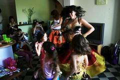 Julia con lo piojas (paohaus) Tags: birthday oldsanjuan birthdayparty cumpleaos bellydancing kidsparty issis
