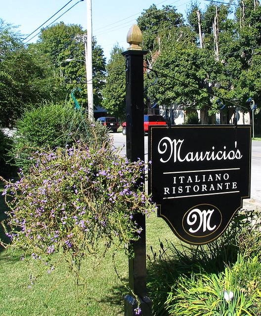 Mauricio's Italian Restaurant sign - Cookeville, TN