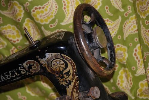 Damascus Vibrating Shuttle Sewing Machine 1925 001