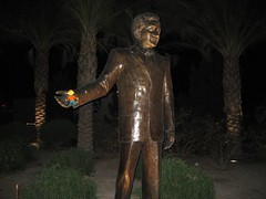 Flat Stanley with the statue that welcomes visitors to Laughlin, NV. (04/07)