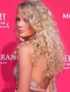 taylor-swift-curly-hairstyles