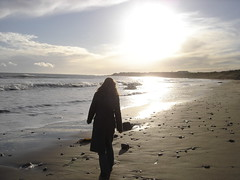 Ruth Walking on the Beach (Keith Mac Uidhir 김채윤 (Thanks for 4m views)) Tags: ireland winter sea irish sun sunlight praia beach water sunshine saint strand walking bay playa helens wexford plage spiaggia pantai plaża uimaranta plaj пляж pláž 砂浜 섬 유럽 시 dalampasigan 해변 아일랜드 灘 scenicsnotjustlandscapes 아일랜드섬 서유럽