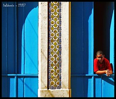 Boy in red over blue duplex door (or something like that) - by Edgardo Balduccio