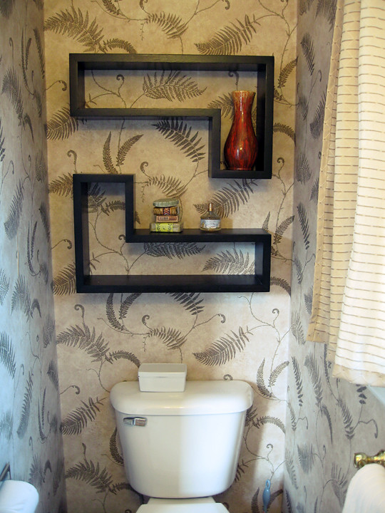 guest bathroom+fern wallpaper+before -4