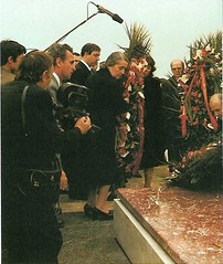 Funerailles d'Enver Hoxha, Tirana, 15 avril 1985. Funerals of Enver Hoxha, Tirana, April 1985. Varrimi i Enver Hoxhs, 15 prill 1985, Tiran. (Only Tradition) Tags: al propaganda communism albania comunismo communisme dictatorship propagande dictadura albanien shqiperi shqiperia albanija albanie shqip dictature shqipri ppsh shqipria shqipe arnavutluk hcpa albani   gjuha   rpsh  rpssh       socializm enverizm komunizm diktatur   albnija