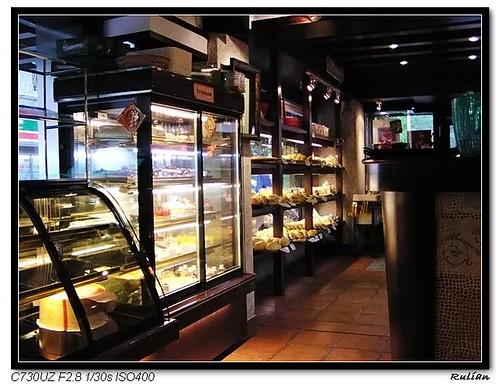 P1010026_同時也有賣蛋糕與麵包