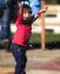 innocence. (Tommy Ellis) Tags: summer water fountain girl fun colorado zoom spray quantaray 70300 southlands flickrchallengegroup flickrchallengewinner