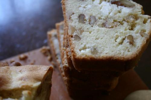 くるみとクリームチーズのバターケーキ