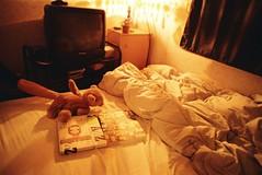 nara and a bear (marcma / 馬克馬 /) Tags: book bed room natura fujifilm nara 奈良美智 naturas atoz marcism
