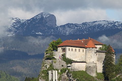 Bled Castle (3B_Graphix) Tags: park mountain snow alps castle dusty rain forest nationalpark julian good chapel courtyard slovenia national than bled alpen romanesque better eslovenia 1011 pokljuka anno slovnie triglav cesta domini julianalps triglavnationalpark blejski jezero sloveni bledcastle blejskigrad apsis julischealpen sowenii blejsko blejskojezero flickraward thechallengegame bledgrad friendlychallenge flickrestrellas veldesersee svobode 100commentgroup flickraward5 mygearandmepremium mygearandmebronze mygearandmesilver mygearandmegold mygearandmeplatinum flickrawardgallery annodomini1011 cestasvobode nationalparktriglav