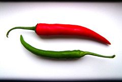 Chili (C_MC_FL) Tags: chile red food hot green rot colors up photography chili fotografie close whitebackground fujifilm grn 69 chilli minimalism simple minimalistic spicey gettyimages chille chillie peperoni lebensmittel scharf einfach chilie schote a1f1 s100fs