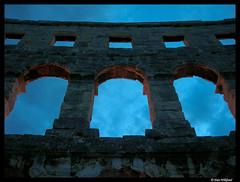 Gateway to heaven (Dan Wiklund) Tags: silhouette roman dusk croatia 2006 pula hrvatska balkan n5600 lpwindows westernbalkan