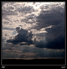 Cuando Las Nubes Acarician El Suelo... (z-nub) Tags: city light sky color luz backlight clouds digital contraluz zoe pentax ciudad cielo nubes salamanca nwn nub rayitos znub zbc pentaxk100d zoelv ltytr1 formatocuadrado favsegnvosotros justpentax yolovi semefiltralaluzentrelasnubes yyomeloqued yconvuestropermisoyomelollevoacasa faltaramschico seavecinatormenta cuadraditas cuadradita zoelpez sinacento
