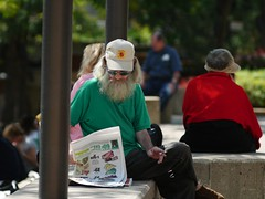 Reading the paper L1010924.JPG (erlin1) Tags: man beard reading downtown minneapolis twincities elmaritr digilux3 digilux3with135mmelmaritr 135mmelomaritr