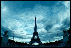 { Eiffel tôt hour } - by graphistolage