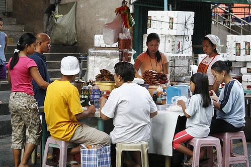 Divisoria, Manila streetside eatery, turo-turo, eating, market food Buhay Pinoy Philippines Filipino Pilipino  people pictures photos life Philippinen  菲律宾  菲律賓  필리핀(공화국)