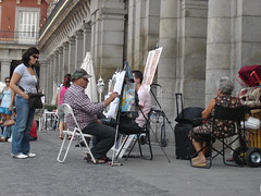pintores en Plaza Mayor (ellamiranda) Tags: madrid espaa retrato plazamayor domingo pintor turista