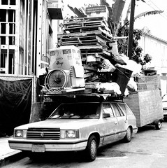 Perseverance (The Eye of Brad) Tags: venice roof vacation bw cold beach car station square wagon stuffed rack chrysler trailer 1740 overloaded