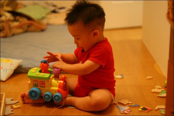 彥小白房玩(快1歲)11