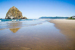 Haystack Rock (devrieda) Tags: ocean beach oregon coast pacific pacificocean oregoncoast cannonbeach haystackrock pacificcoasthighway oregoncoasthighway pacificcoastscenicbyway pacificcoastbyway