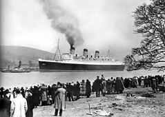 Queen Mary 1936 (edowds) Tags: cruise people 1936 scotland riverclyde ship crowd queenmary shipyard gourock cunard liner clydebank johnbrown inverclyde