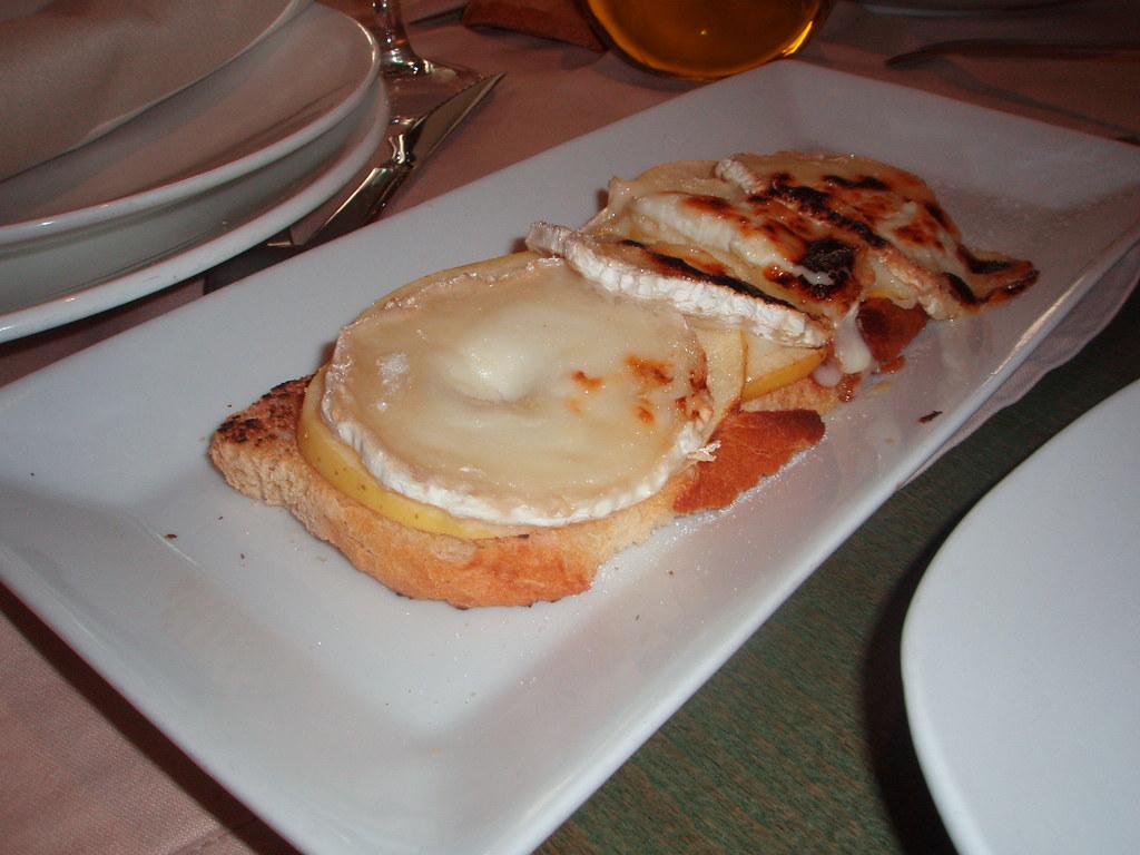 Tostas de queso de cabra y manzana caramelizada de L'Arruzz