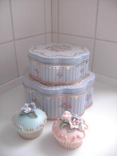 Cake tins and cupcakes