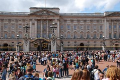 Buckingham Palace Saturday crowds