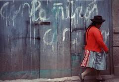 Di l (Esclo) Tags: donna per viaggio scritta companeros boliviana paesino camminata andata bombetta peruviana trecce pietrocensori inspalla