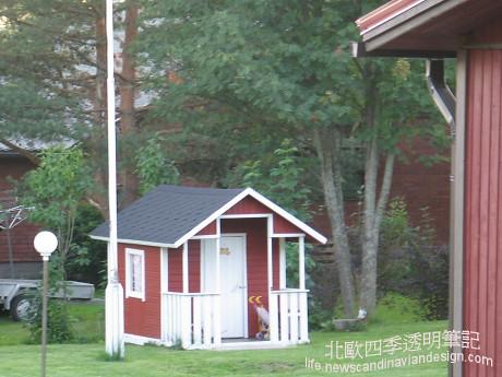 2鄉間庭院中的遊戲小屋small copy