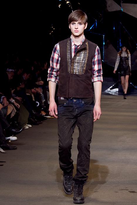 Lucas Mascarini3251_FW10_JFW_DIESEL BLACK GOLD(Fashionsnap)