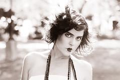 [フリー画像] 人物, 女性, ファッション, モノクロ写真, フランス人, 201006010900