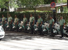 Guardia Civil de Trfico (Oscar in the middle) Tags: spain traffic guard police motorbike spanish civil mounted motorcycle policia guardia trafico