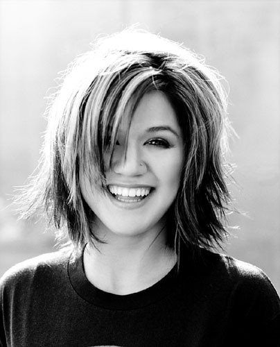 Kelly.Clarkson.2004.B&W